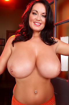 Sarah Randall Shows Her Pair Of The Most Perfect Big Boobs